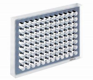 Microplates made of quartz
